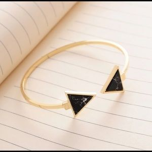 Ⓜ️ marbling triangular opening bracelet